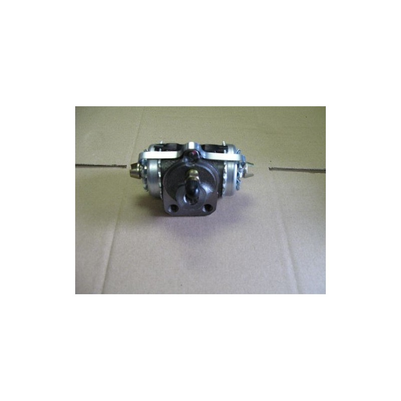Wheel brake cylinder front